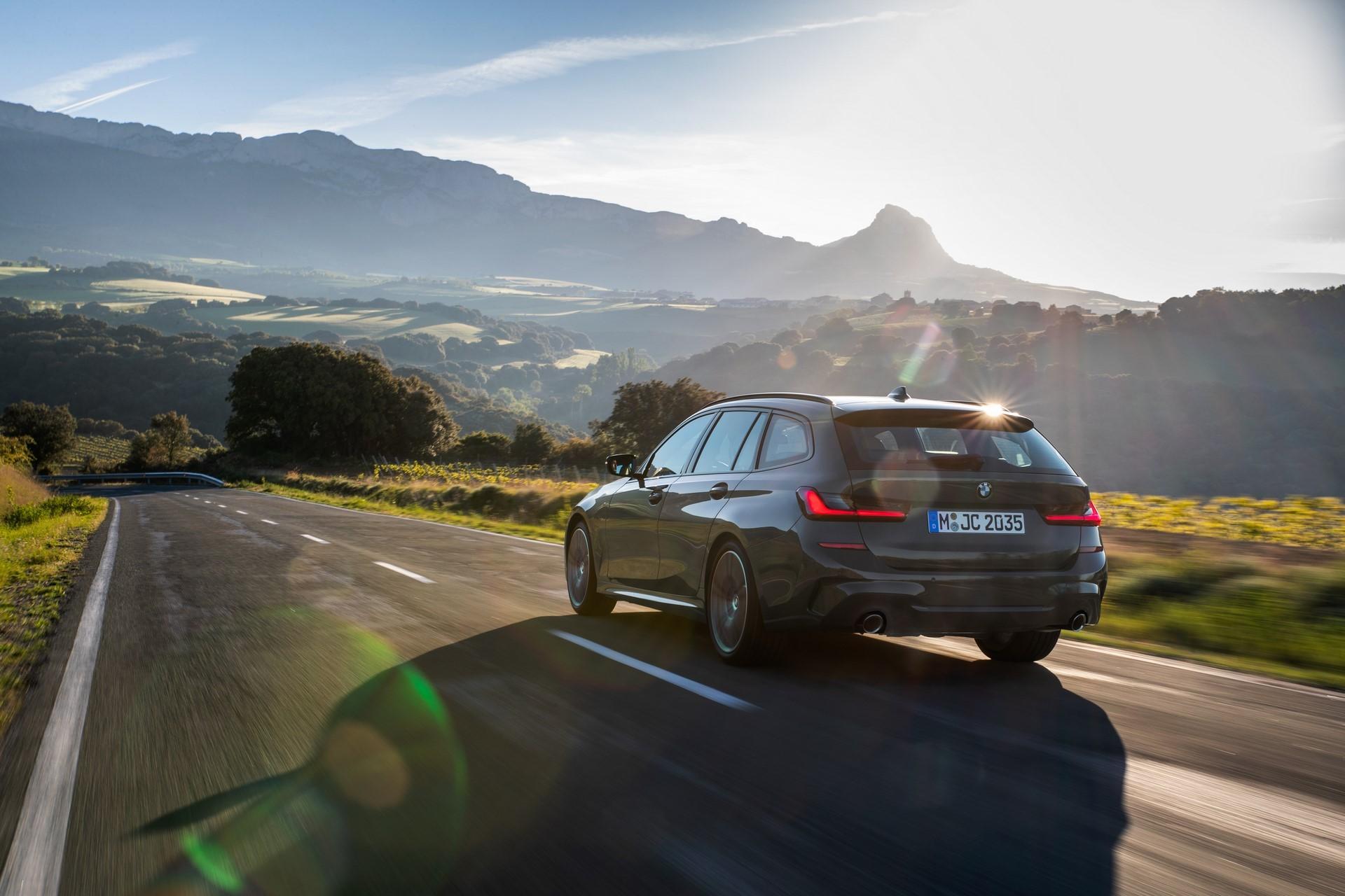 BMW-3-Series-Touring-2019-44