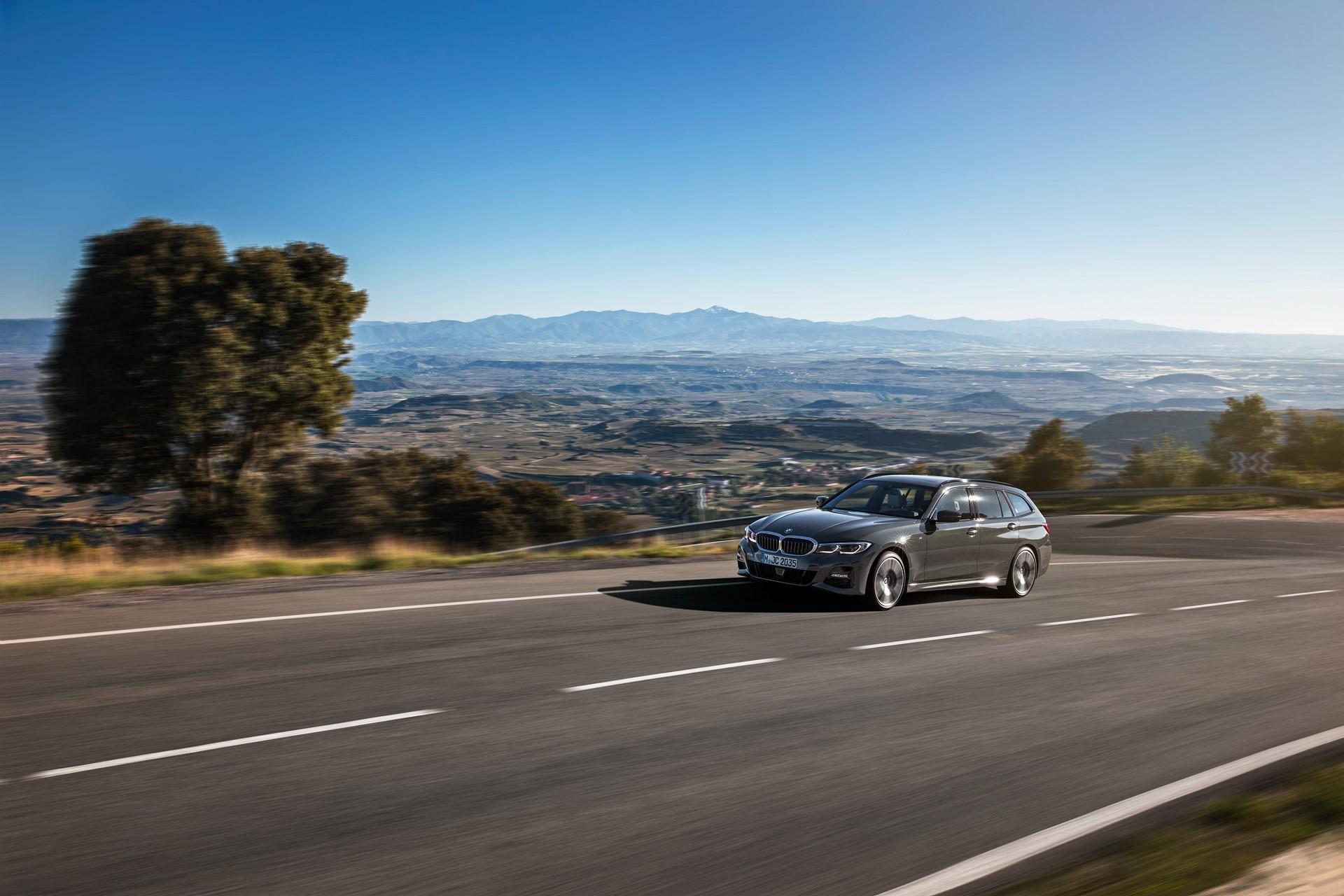 BMW-3-Series-Touring-2019-46