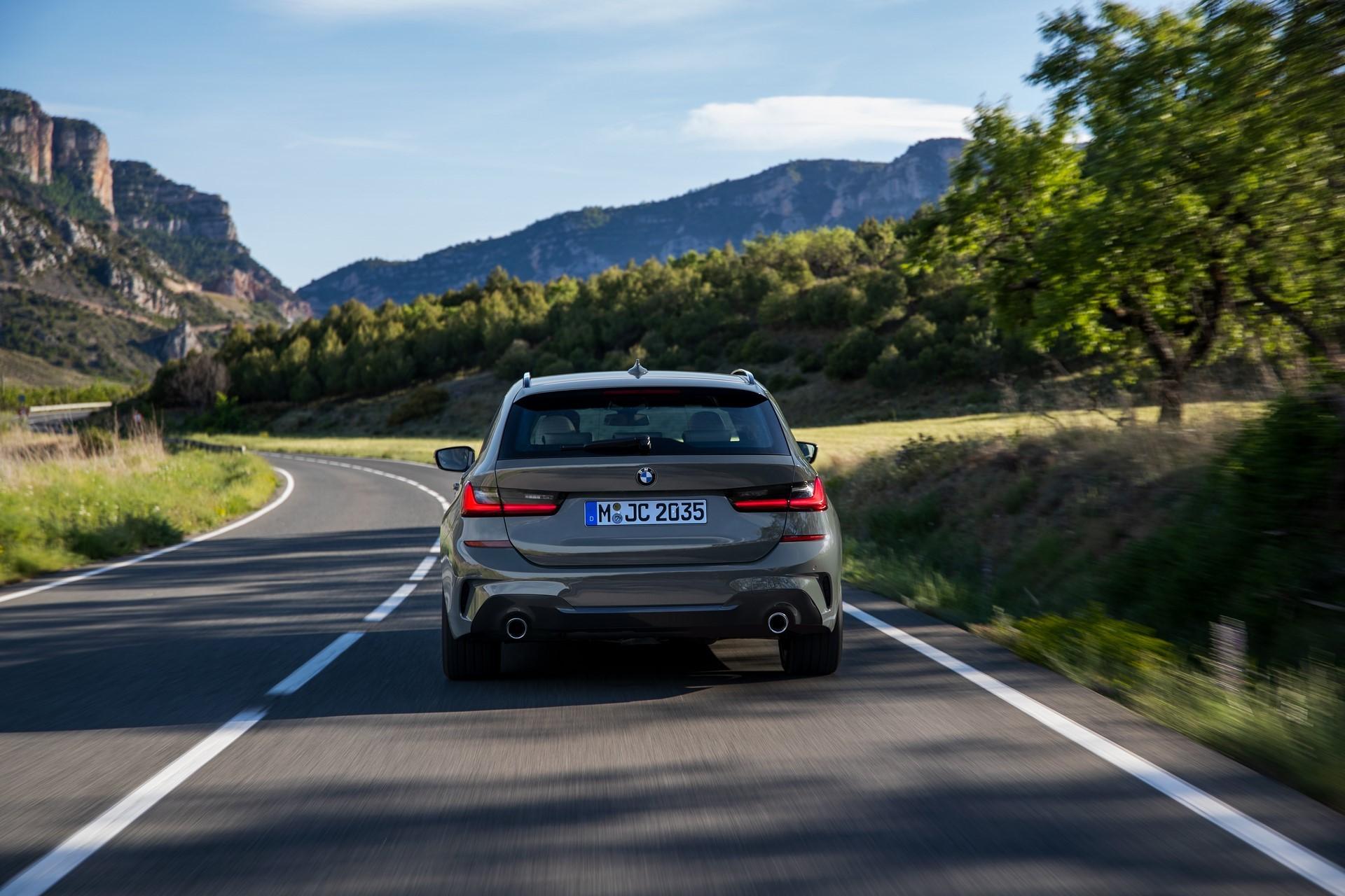 BMW-3-Series-Touring-2019-54