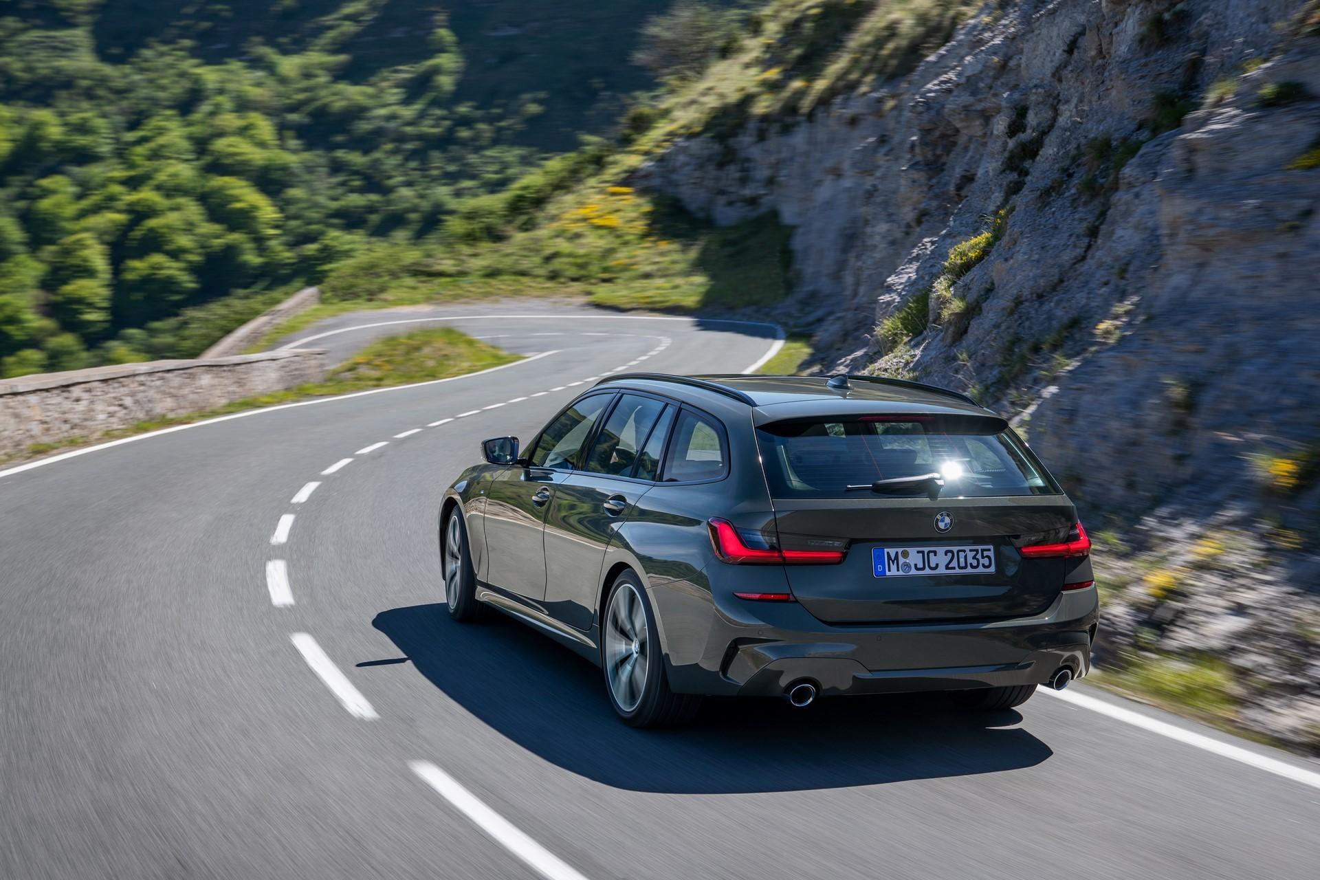 BMW-3-Series-Touring-2019-56