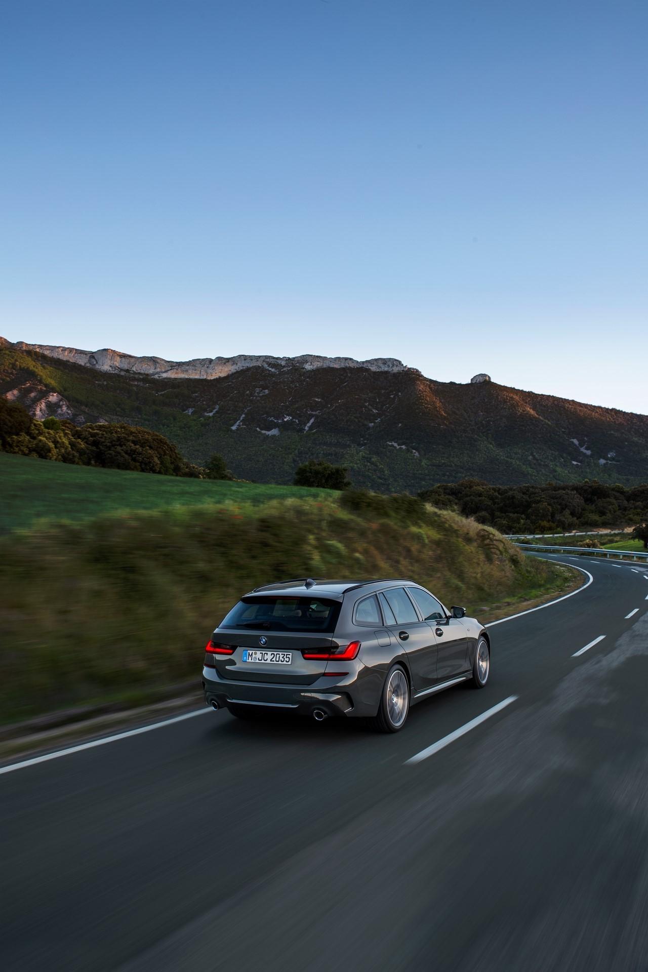 BMW-3-Series-Touring-2019-59