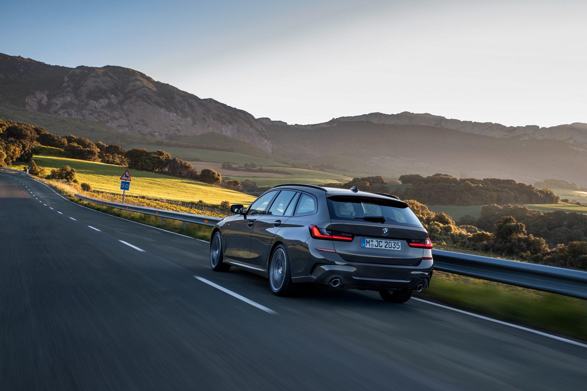 BMW-3-Series-Touring-2019-60