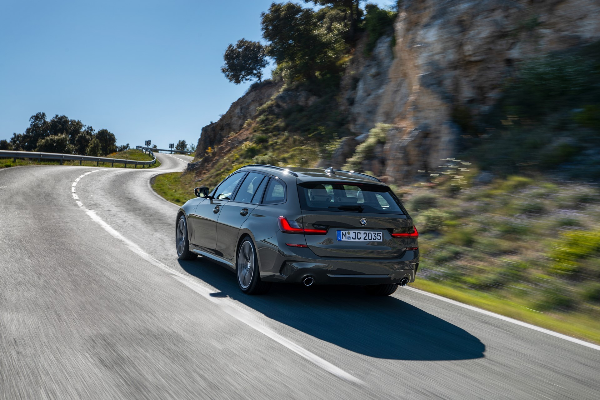 BMW-3-Series-Touring-2019-61