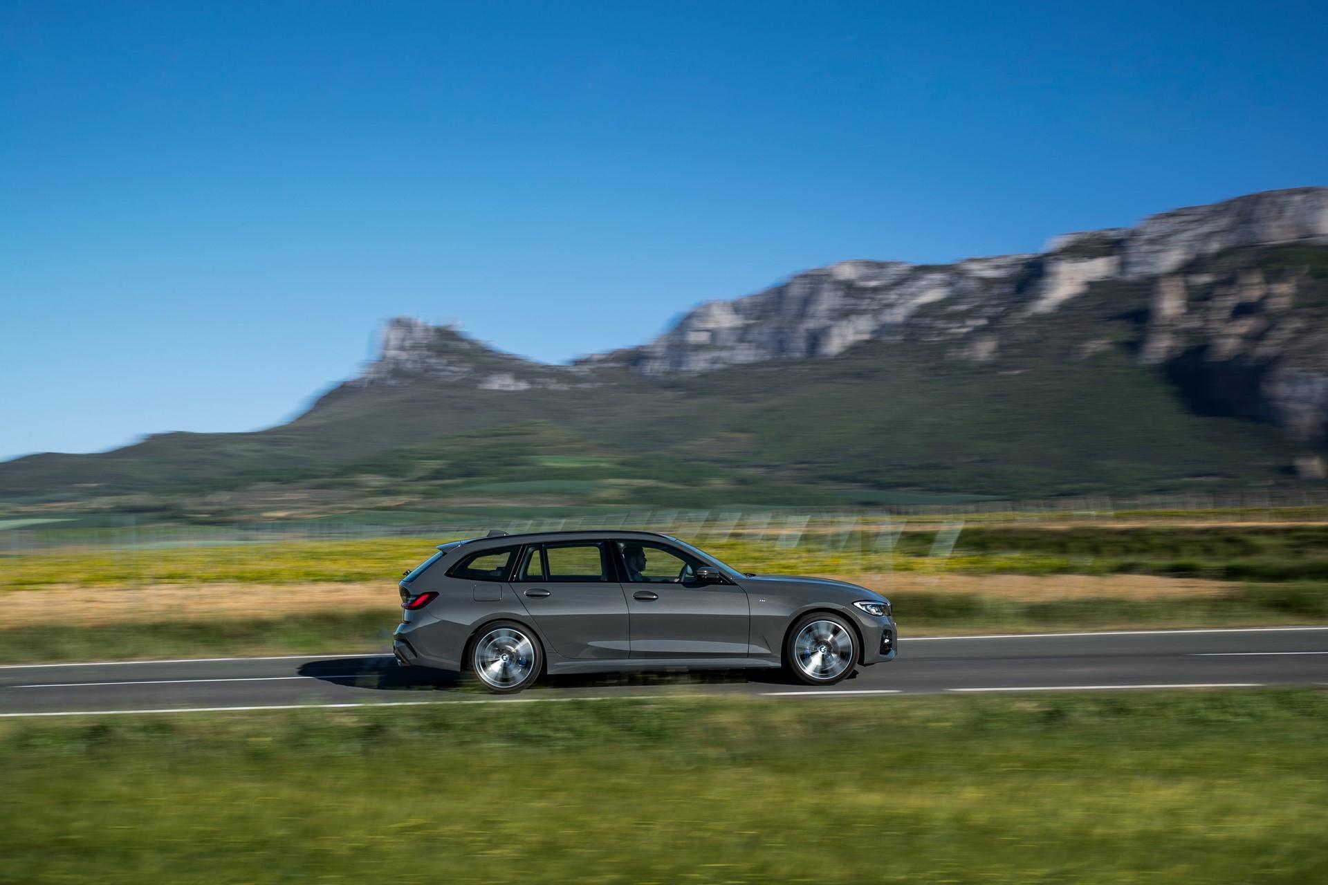 BMW-3-Series-Touring-2019-62