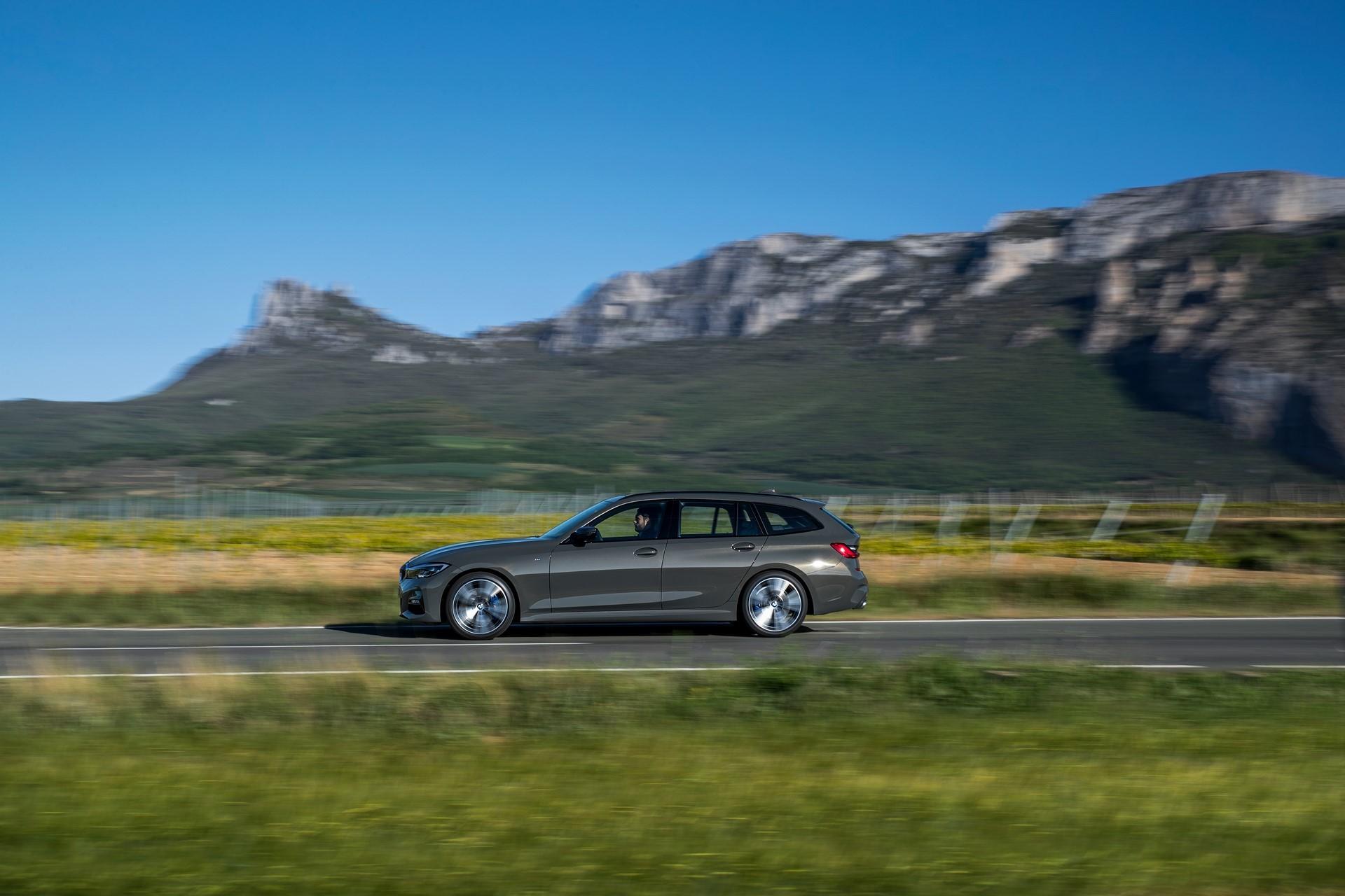 BMW-3-Series-Touring-2019-63