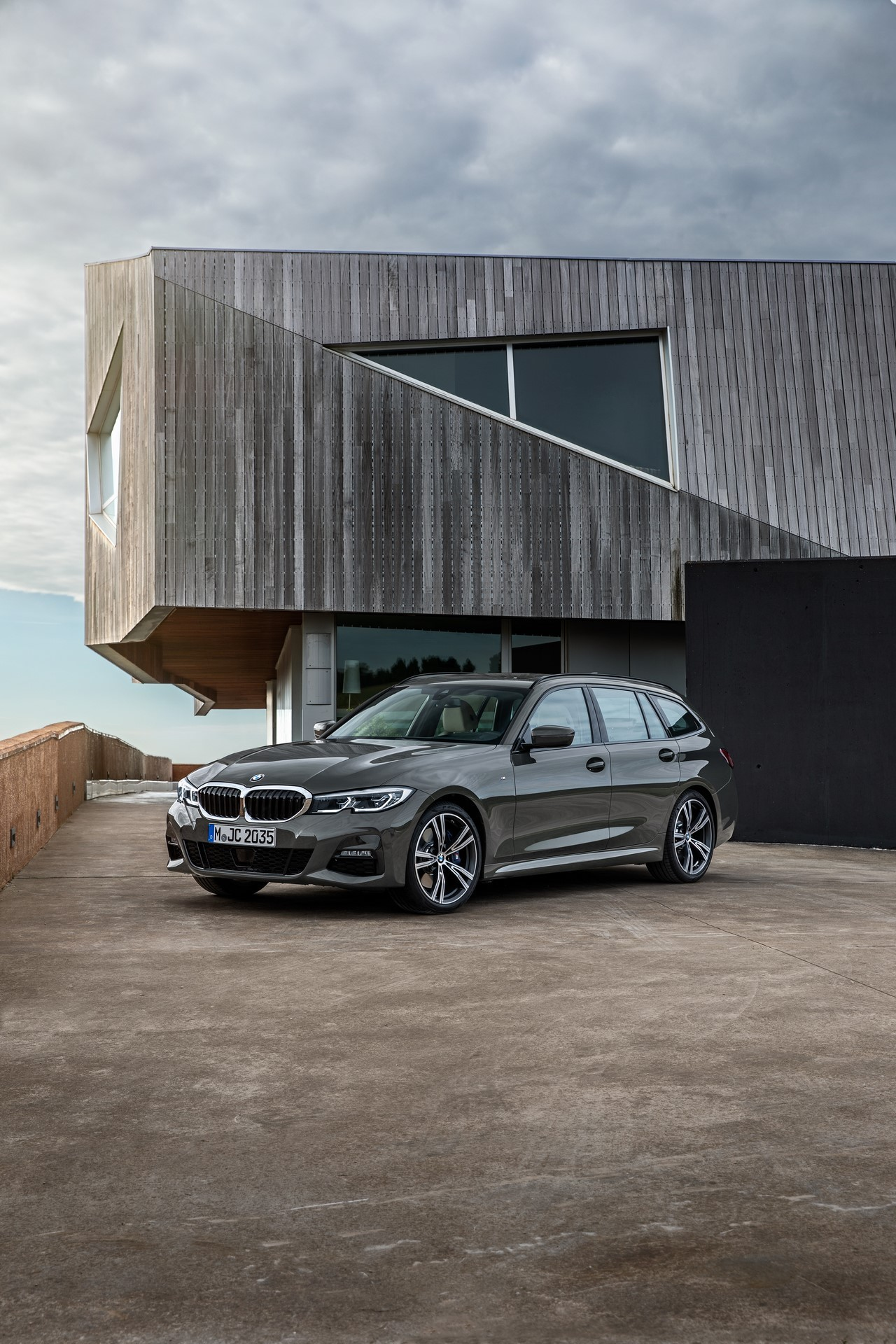 BMW-3-Series-Touring-2019-65