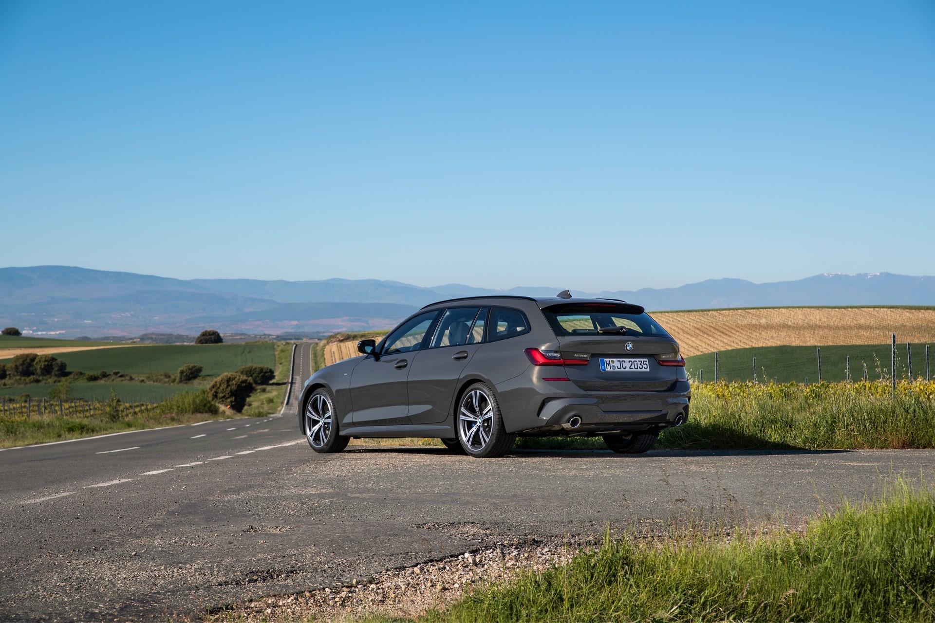 BMW-3-Series-Touring-2019-67