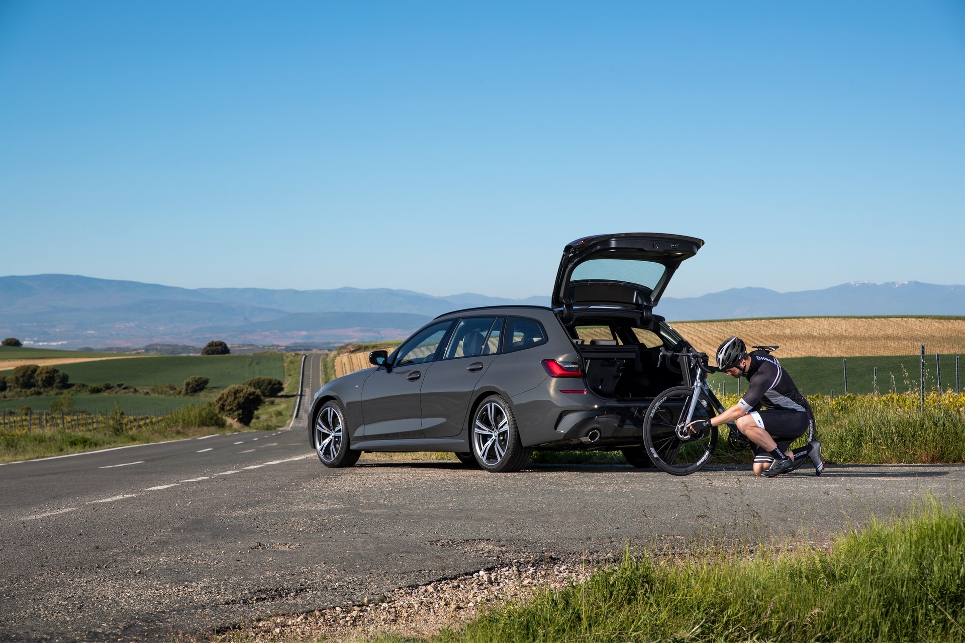 BMW-3-Series-Touring-2019-68