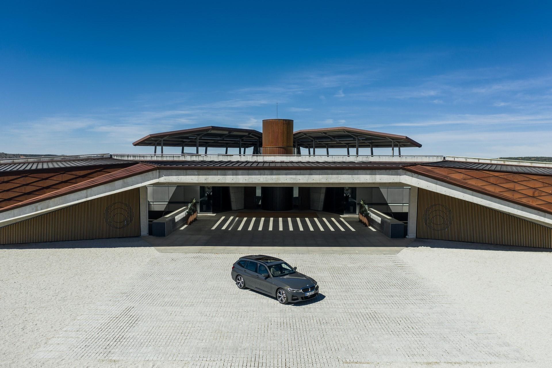 BMW-3-Series-Touring-2019-79