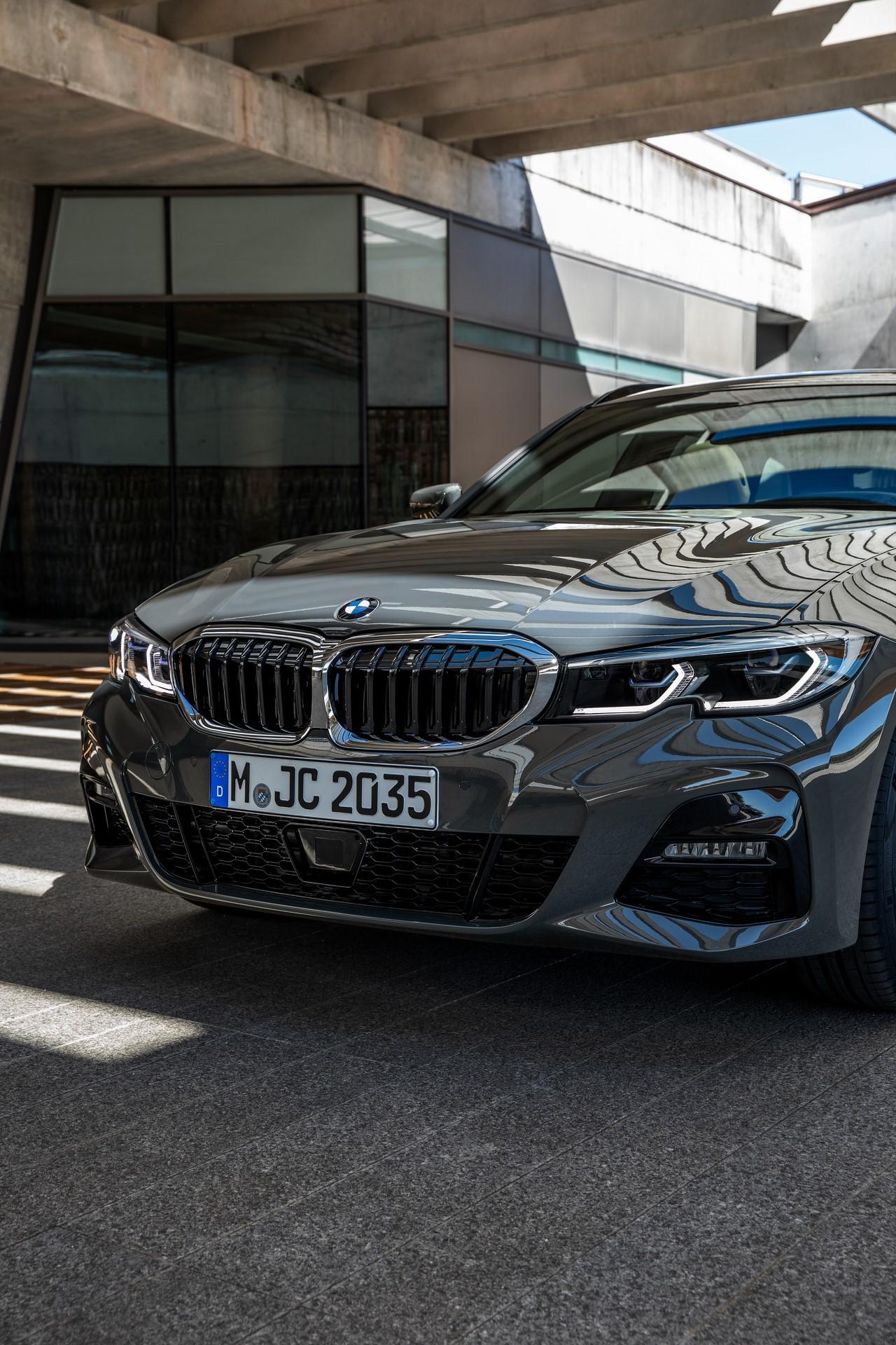 BMW-3-Series-Touring-2019-82