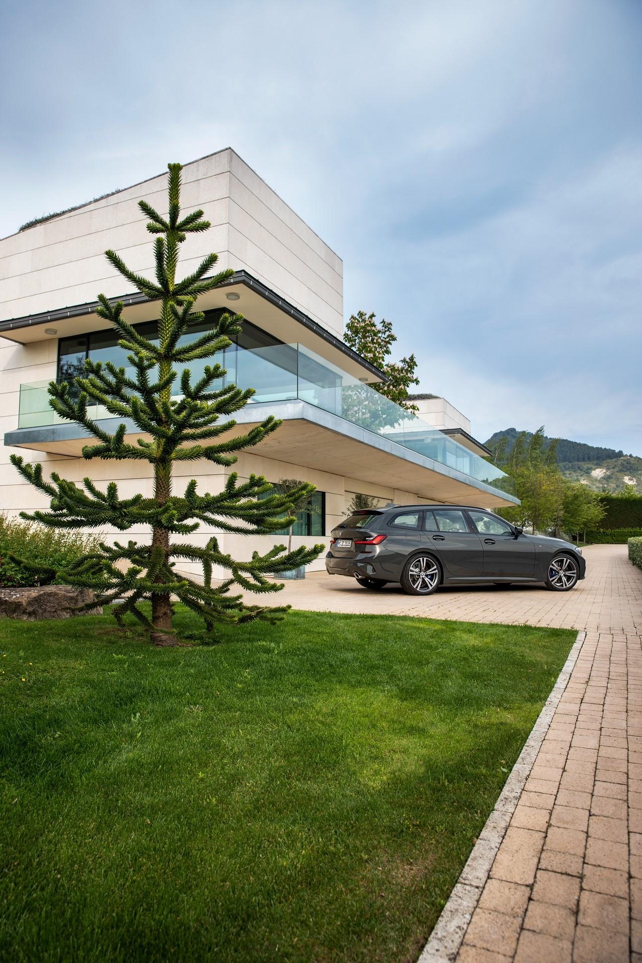BMW-3-Series-Touring-2019-89