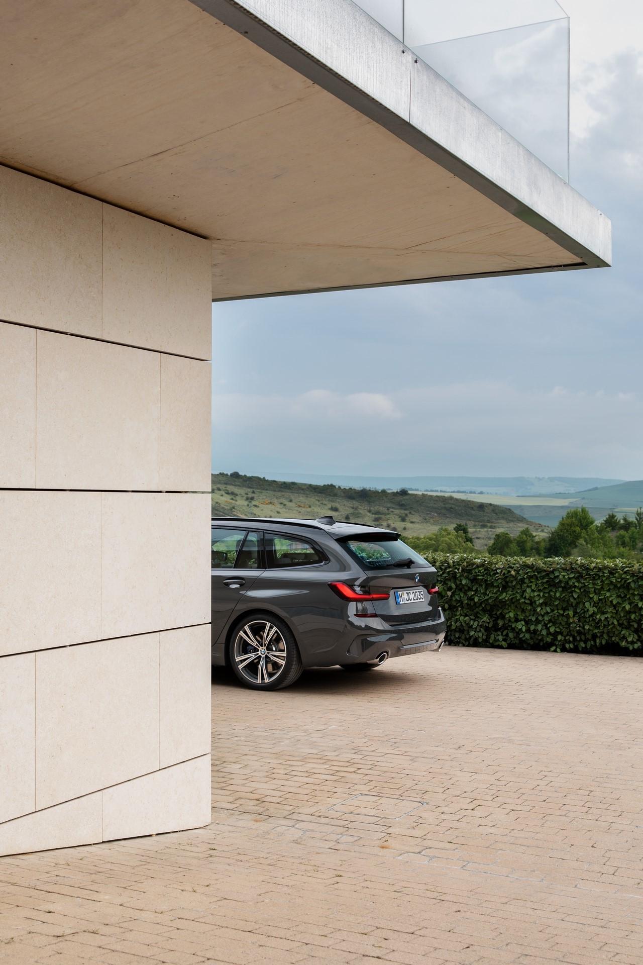 BMW-3-Series-Touring-2019-90