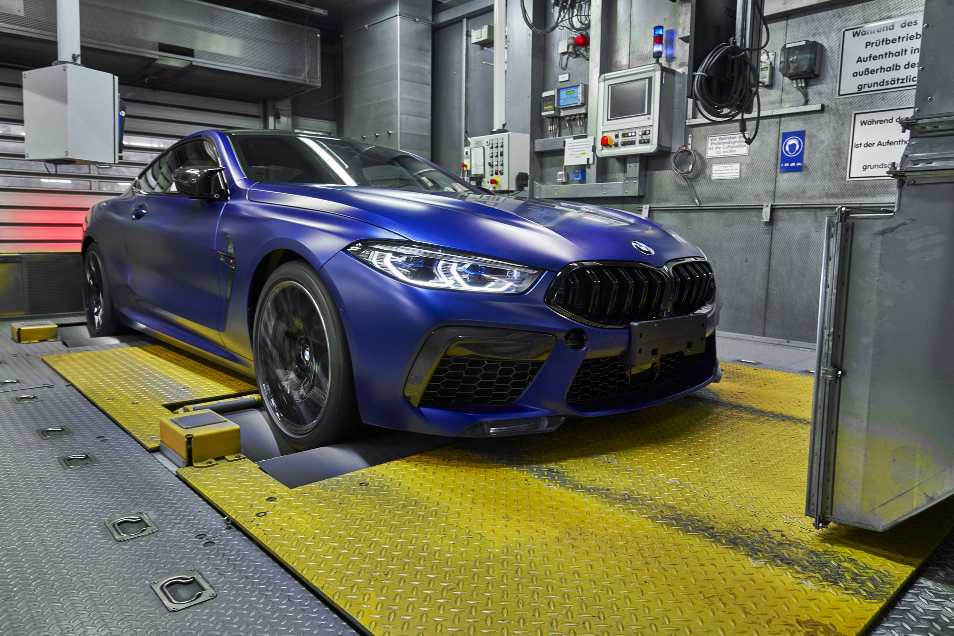BMW-8-Series-Gran-Coupe-and-BMW-M8-Competition-Coupe-and-Convertible-production-starts-41