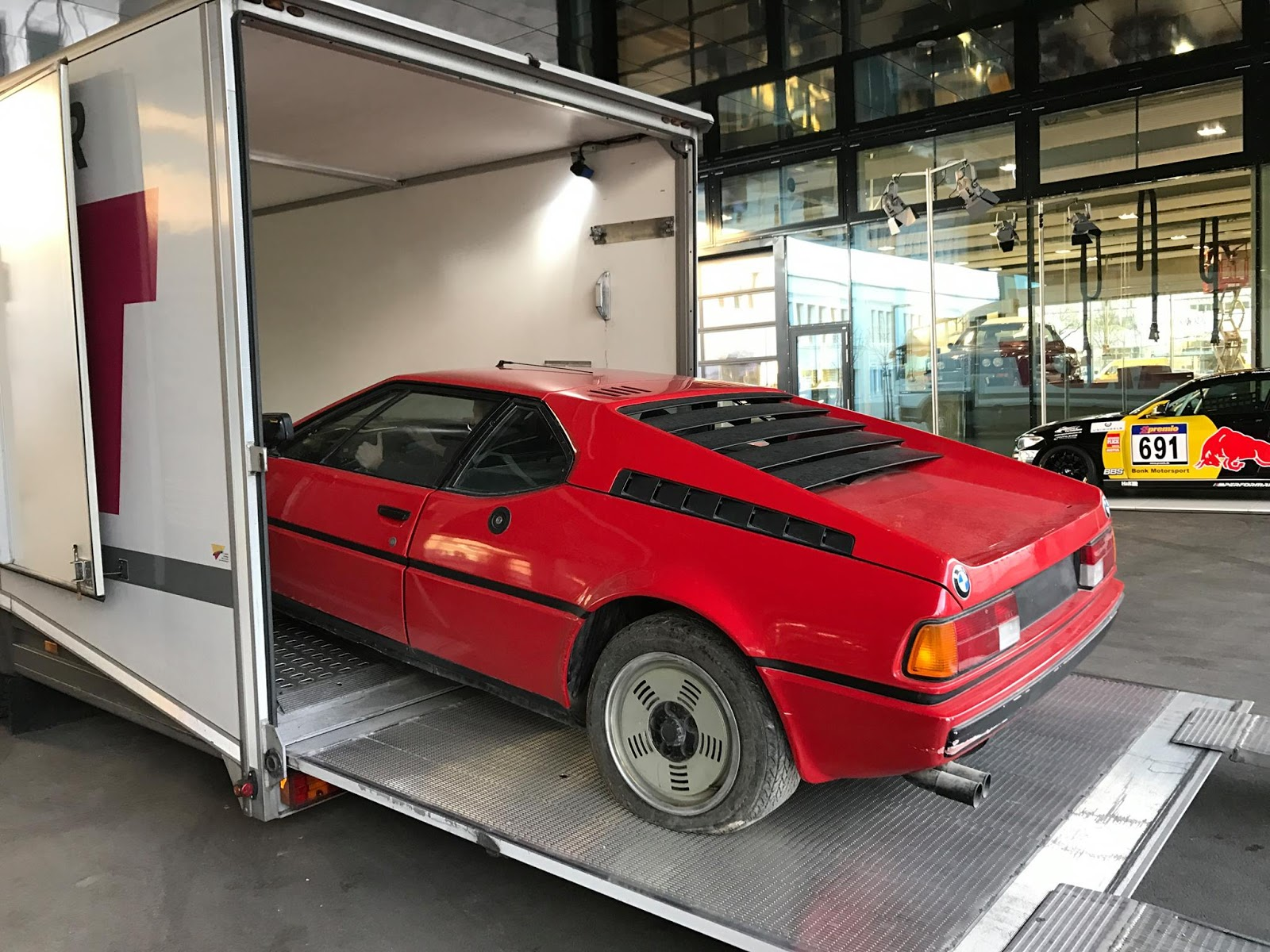 BMW M1 barn find (4)