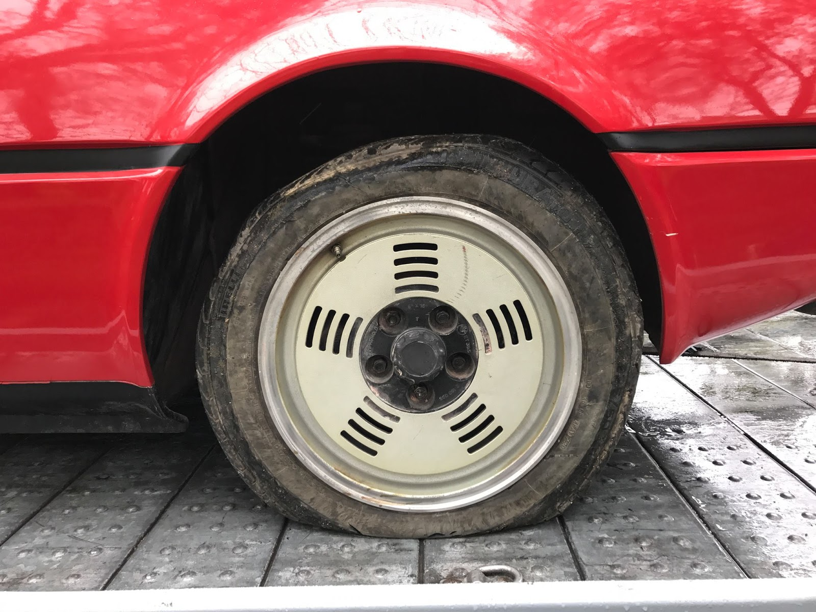 BMW M1 barn find (7)