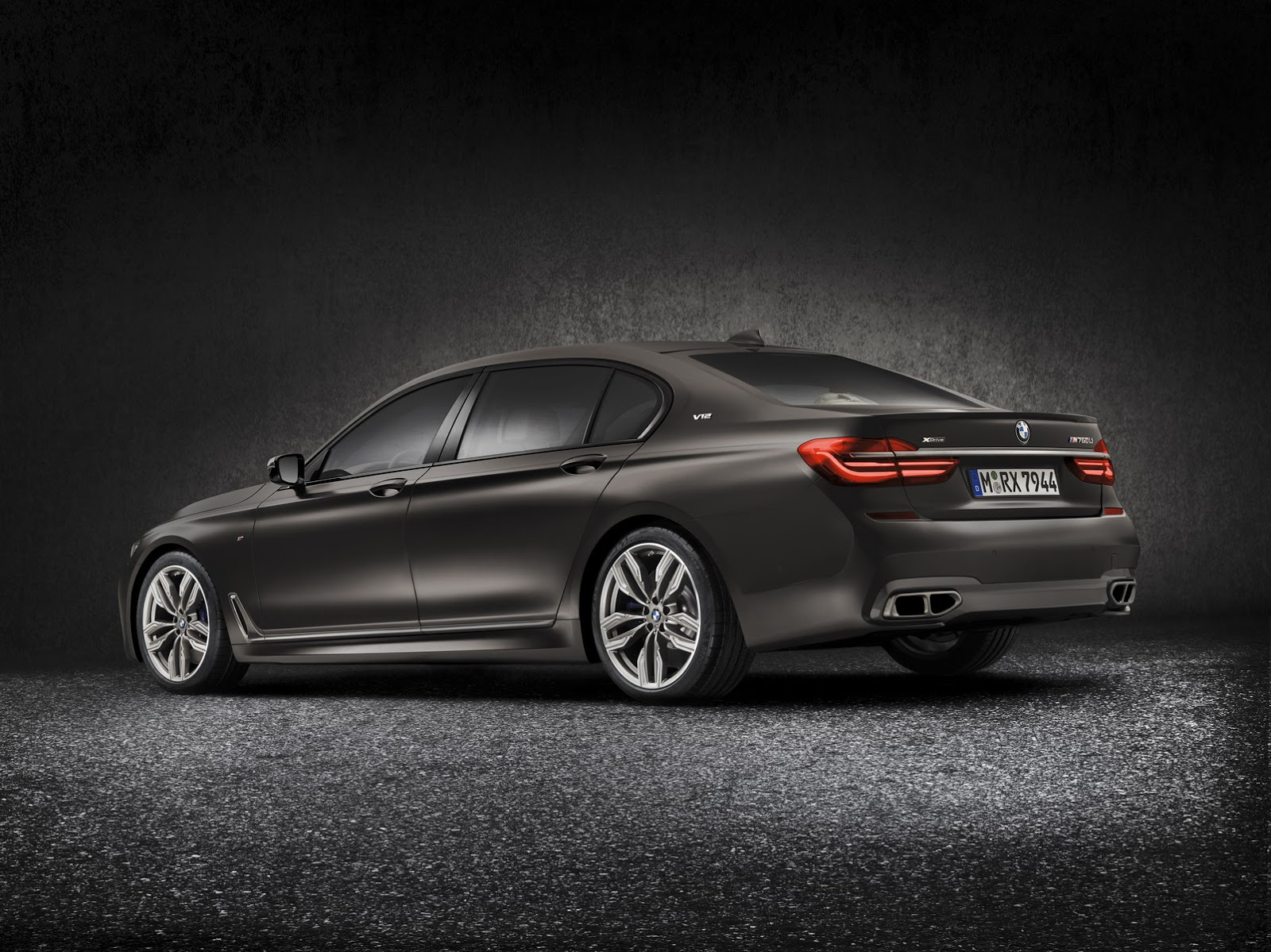 BMW-M760Li-xDrive-6