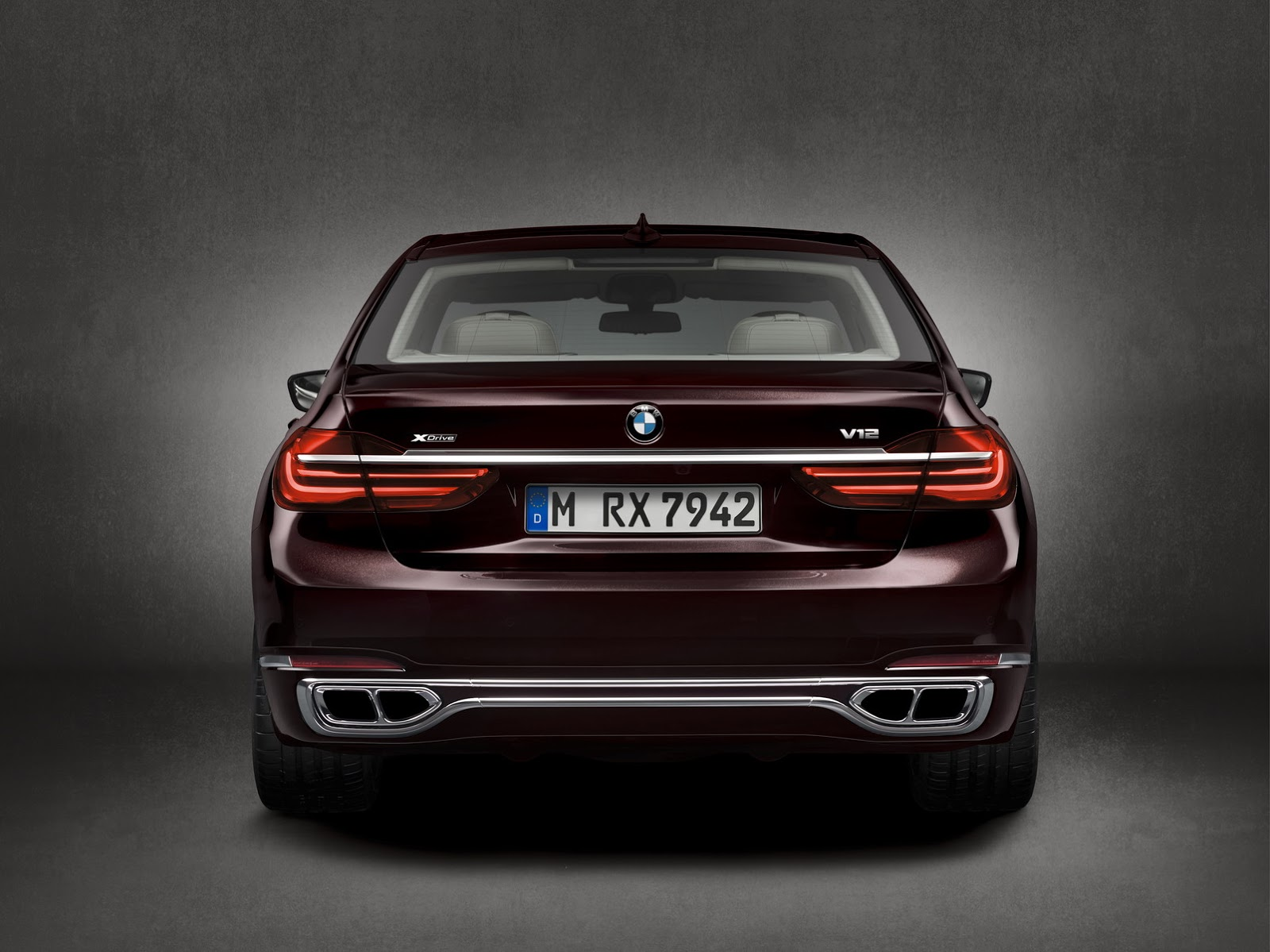 BMW-M760Li-xDrive-Excel2