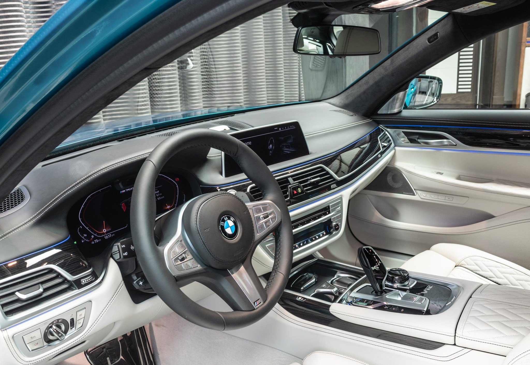 BMW-M760Li-xDrive-Atlantis-Blue-12