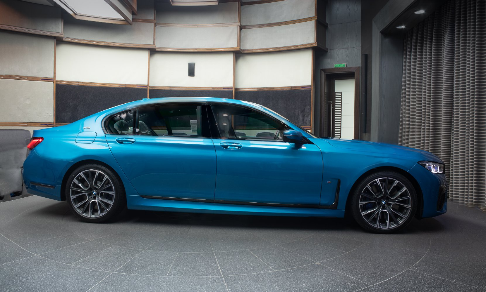 BMW-M760Li-xDrive-Atlantis-Blue-4