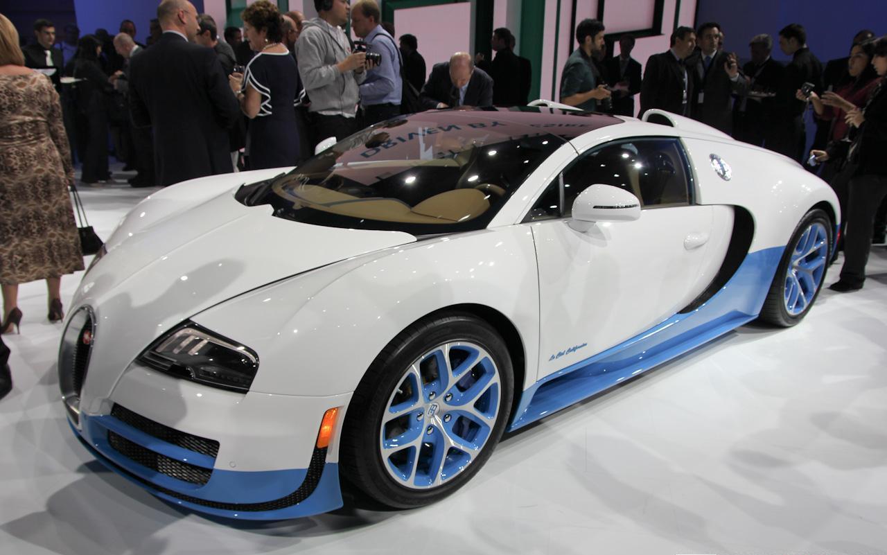 Mondial de l 39 auto de paris 2012 bugatti veyron grand for Stand salon auto