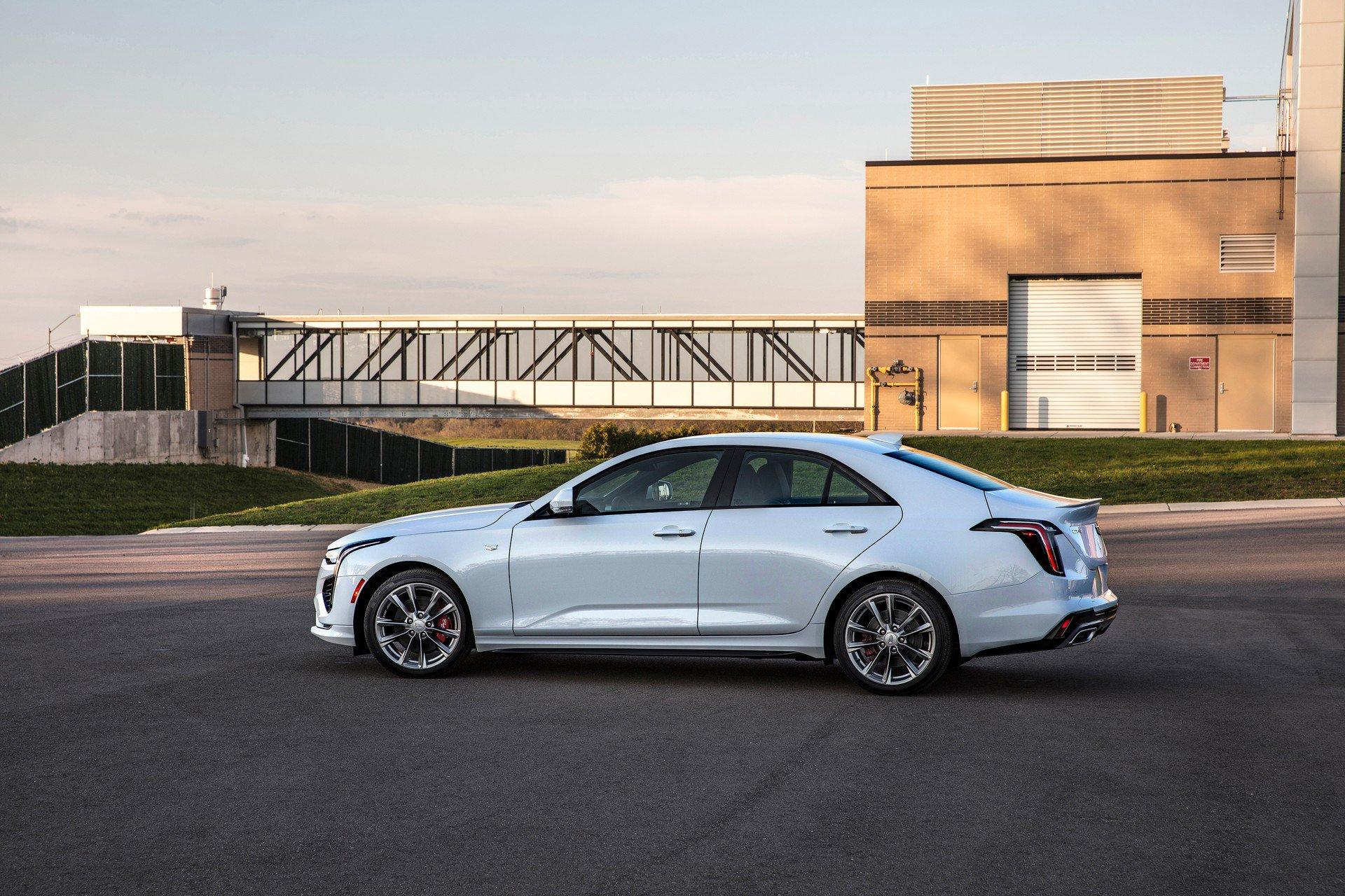 Cadillac-CT4-2020-3
