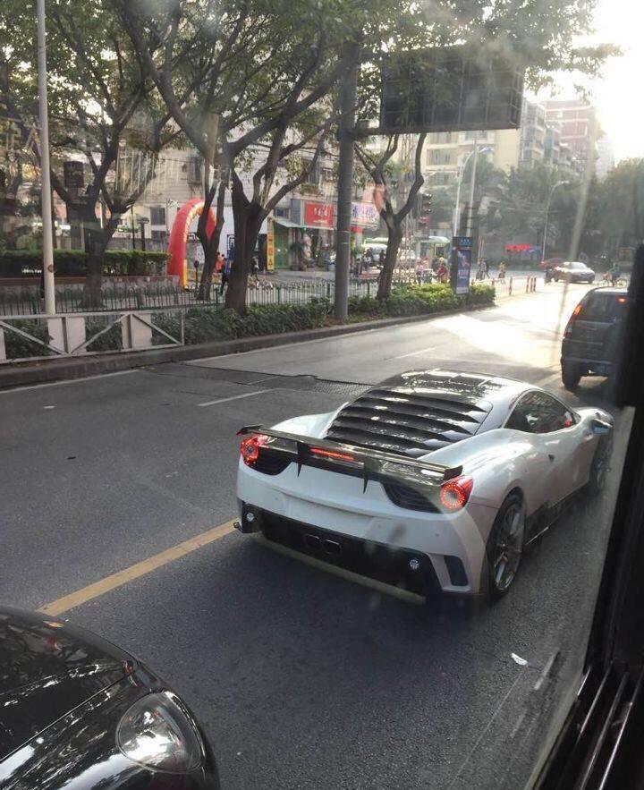Τρακαρισμένα Ferrari 458 Siracusa, Pagani Zonda F και