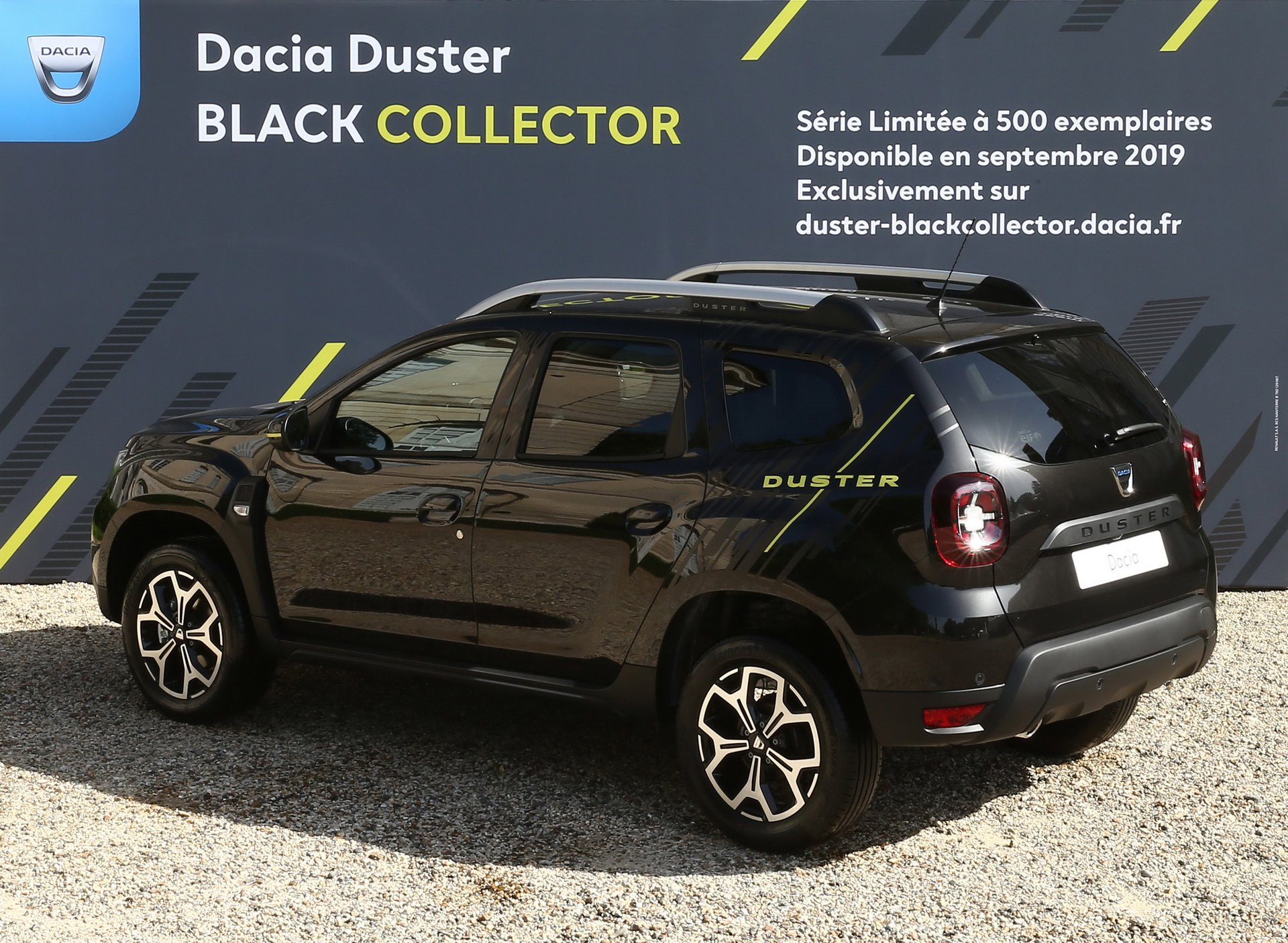Dacia_Duster_Black_Collector_Edition_0000
