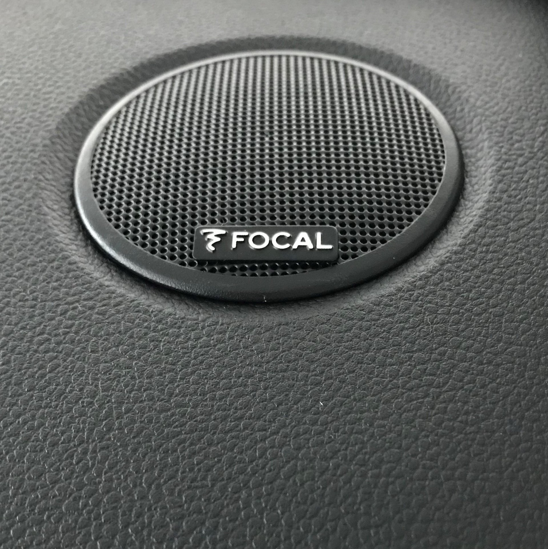 Dacia_Duster_Black_Collector_Edition_0006