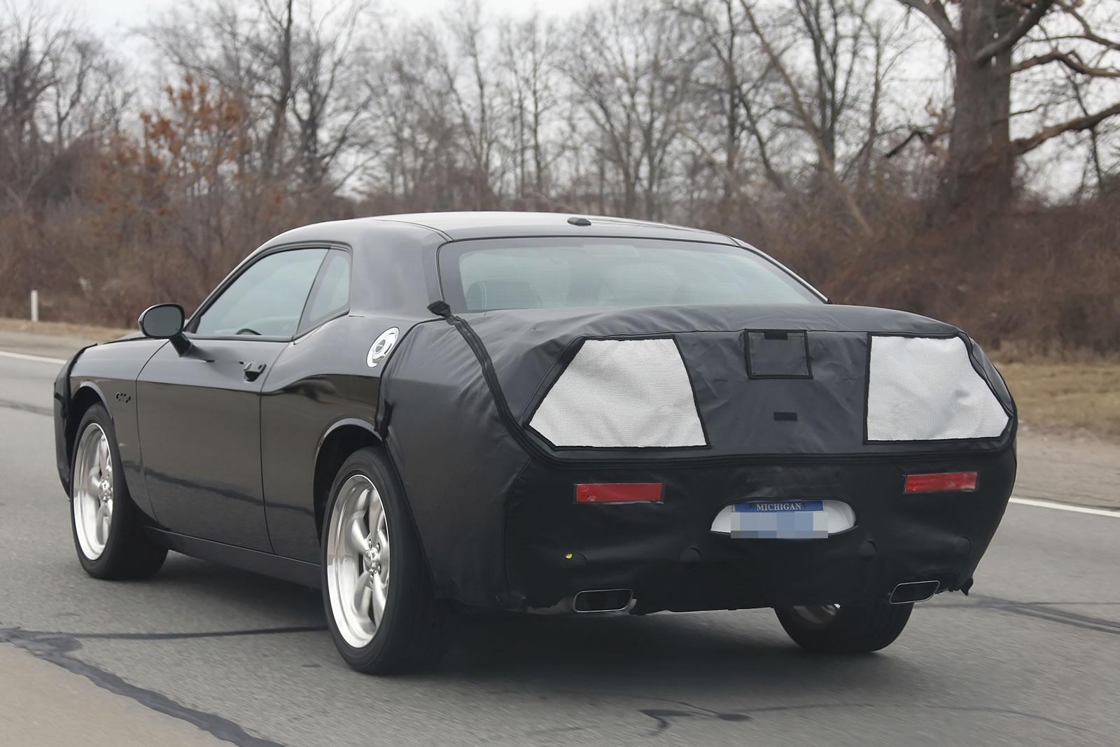 Spy Photos Dodge Challenger 2015 Autoblog Gr