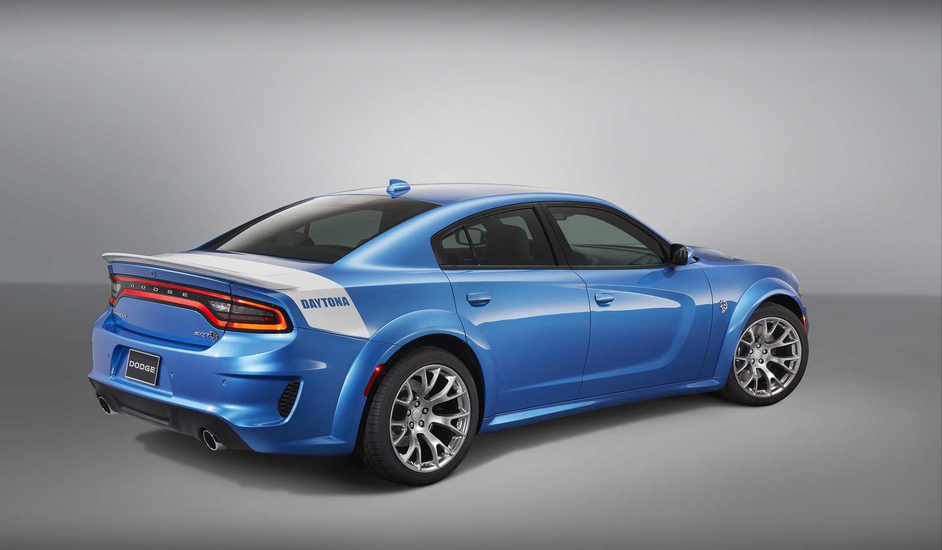 Dodge-Charger-SRT-Hellcat-Widebody-Daytona-50th-Anniversary-Edition-2