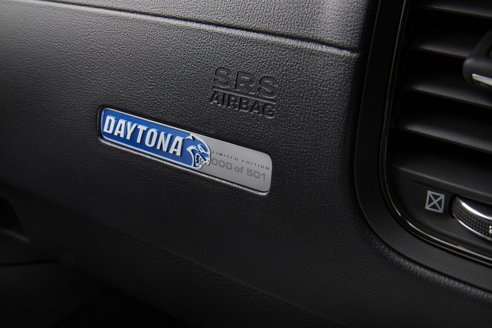 Dodge-Charger-SRT-Hellcat-Widebody-Daytona-50th-Anniversary-Edition-8