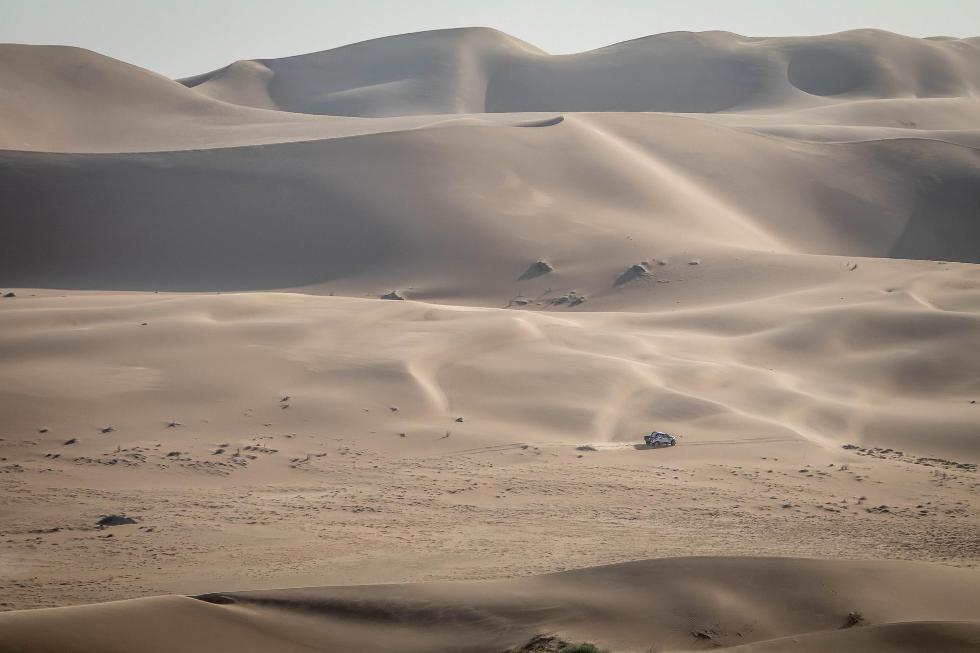 Fernando-Alonso-Training-Namibian-desert-11