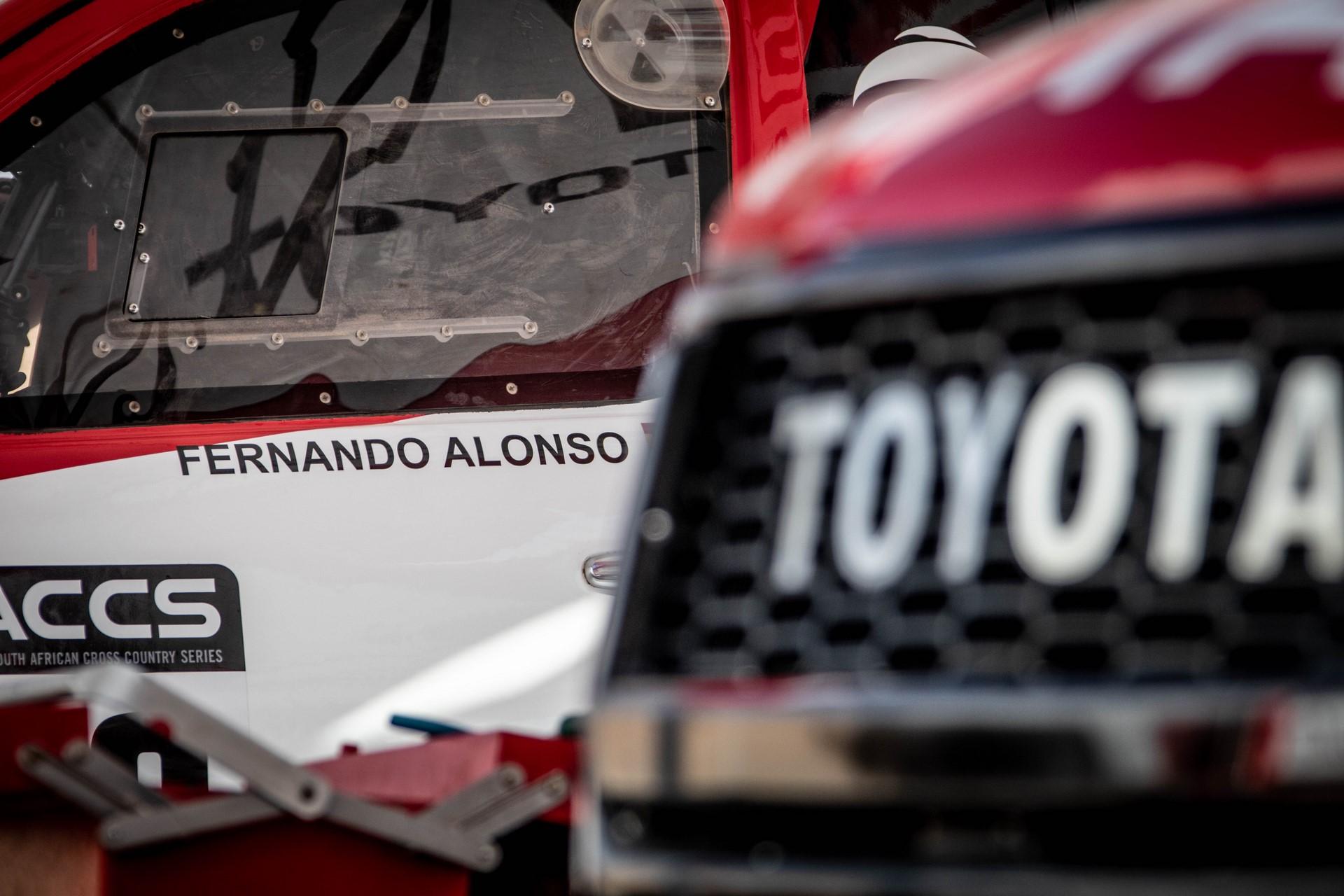 Fernando-Alonso-Training-Namibian-desert-3