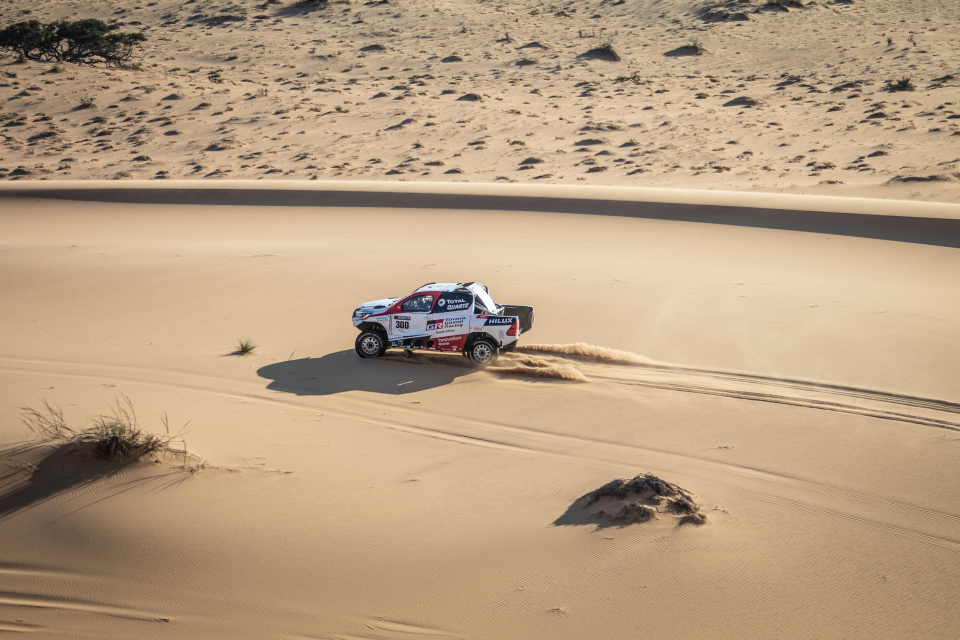 Fernando-Alonso-Training-Namibian-desert-9