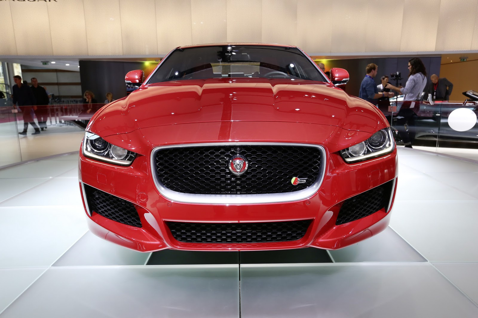 2014 jaguar xe. Black Bedroom Furniture Sets. Home Design Ideas