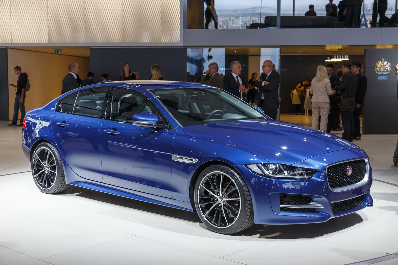 new jaguar xe the sports saloon redefined at a glance the new jaguar