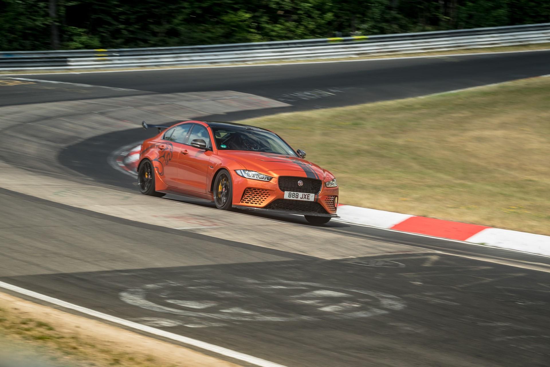 Jaguar-XE-SV-Project-8-new-Nurburgring-record-4