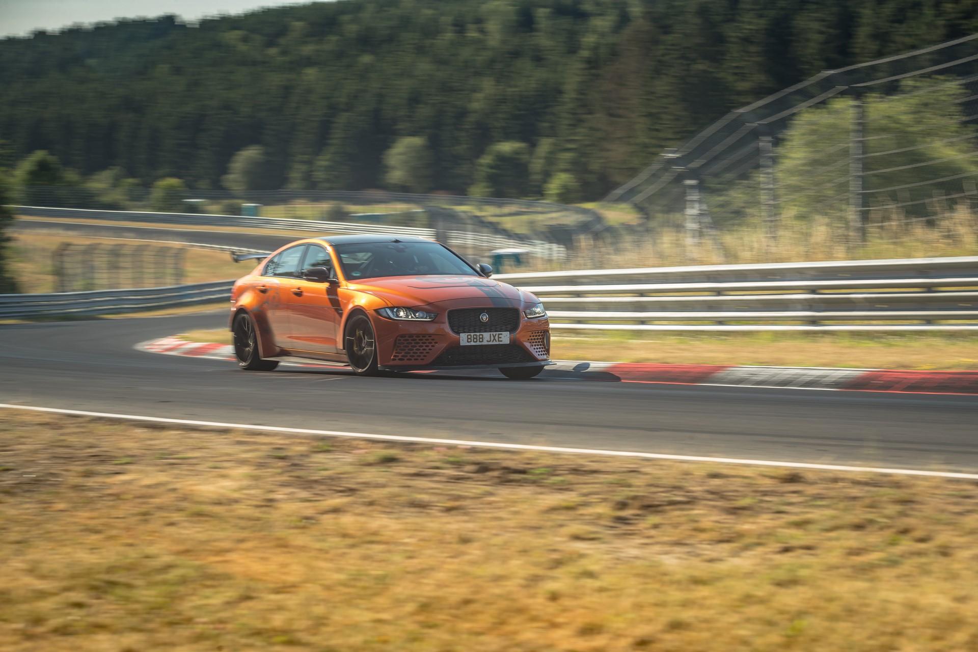 Jaguar-XE-SV-Project-8-new-Nurburgring-record-5