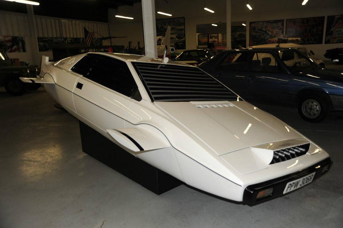 1977-lotus-esprit-submarine-james-bond-1