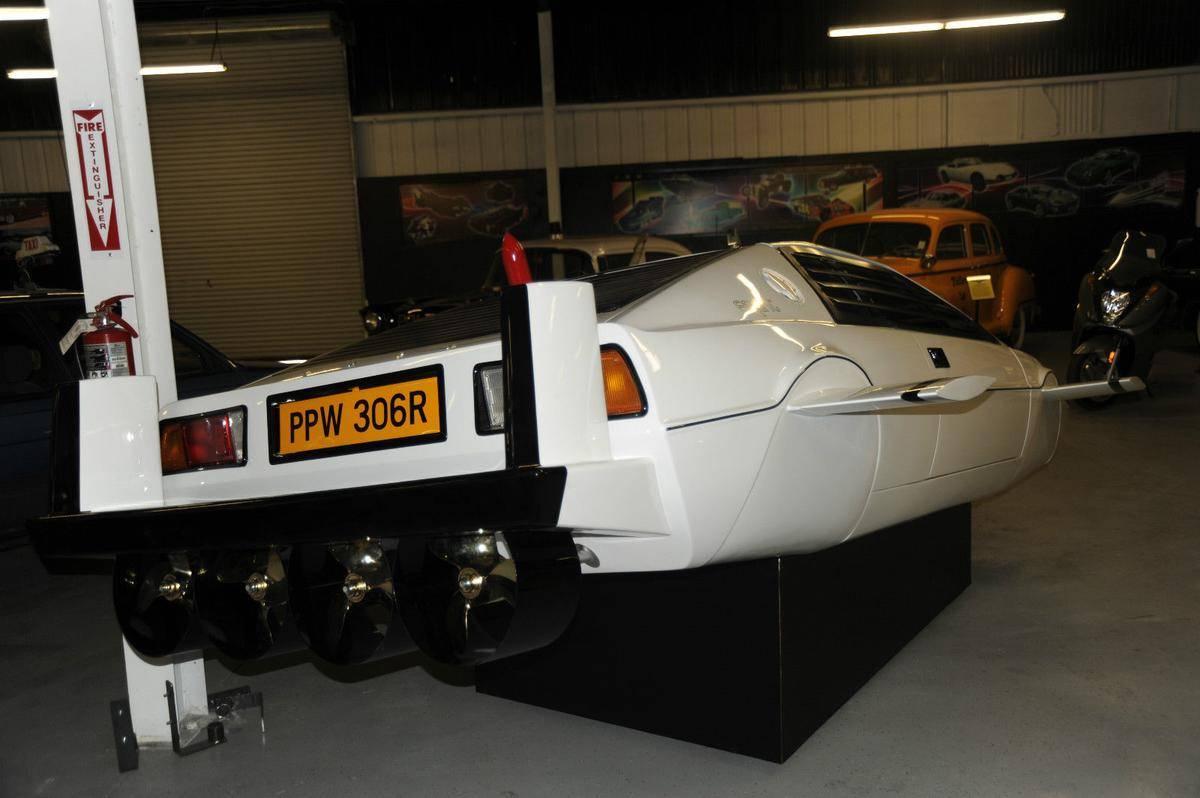 1977-lotus-esprit-submarine-james-bond-3