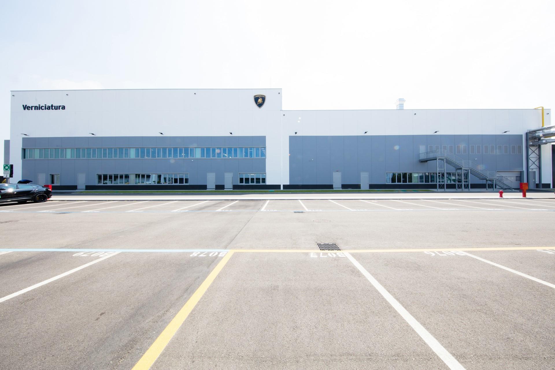 Lamborghini-new-Urus-Paint-shop-12