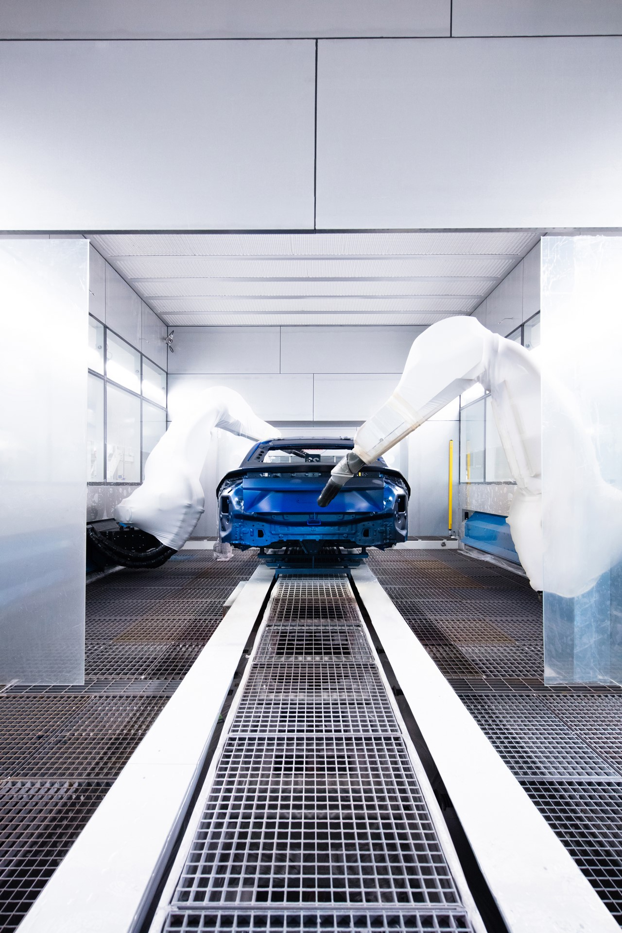 Lamborghini-new-Urus-Paint-shop-14