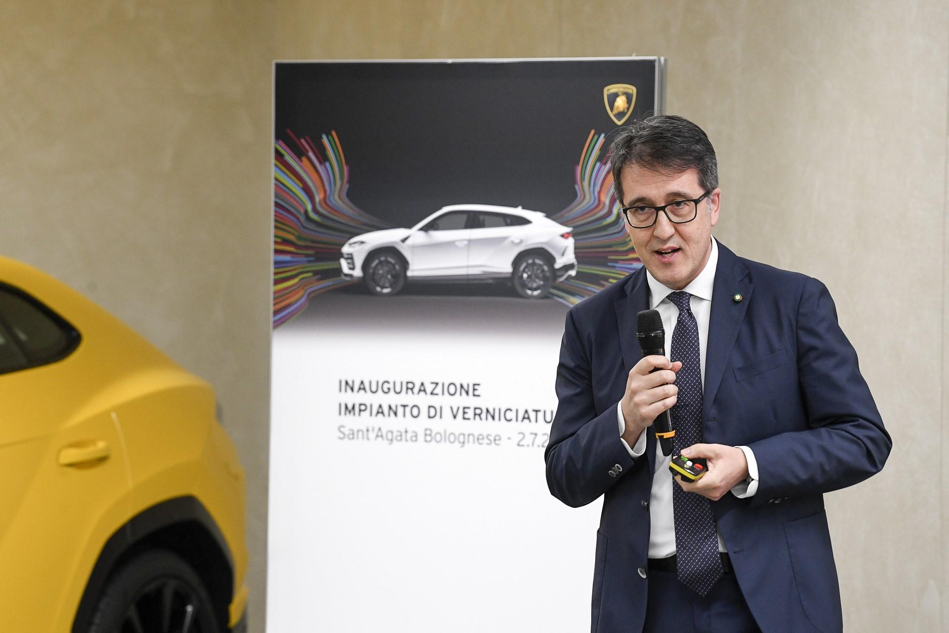 Lamborghini-new-Urus-Paint-shop-18