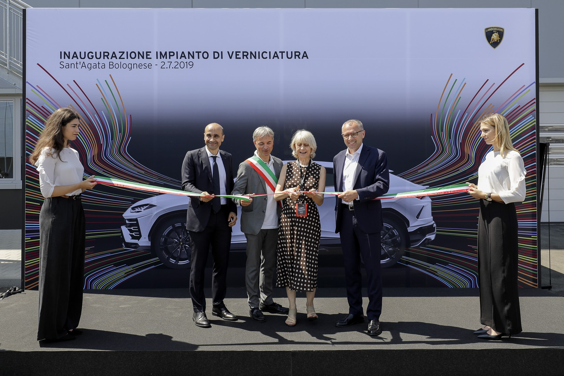 Lamborghini-new-Urus-Paint-shop-19