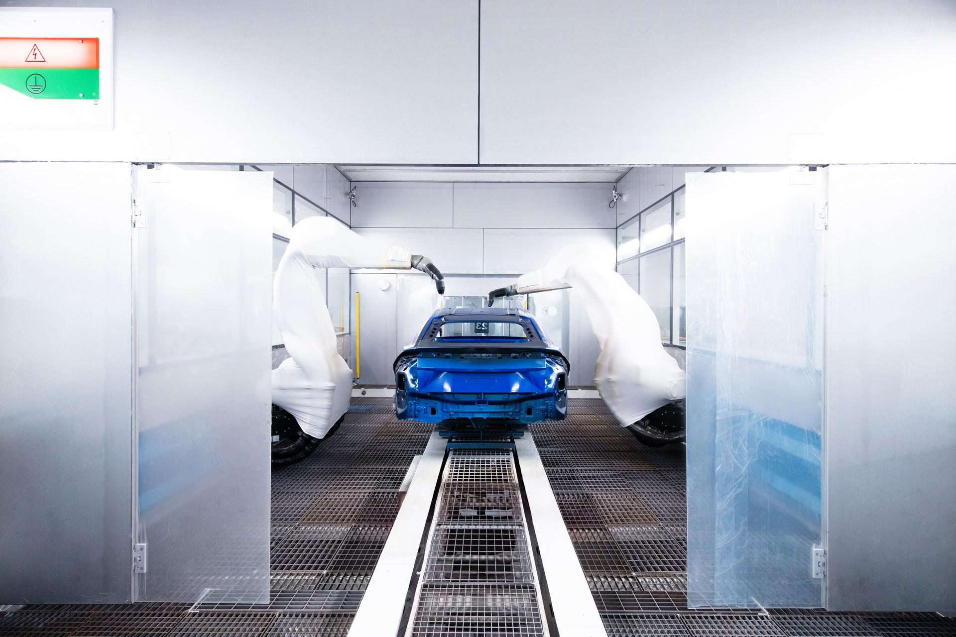 Lamborghini-new-Urus-Paint-shop-2