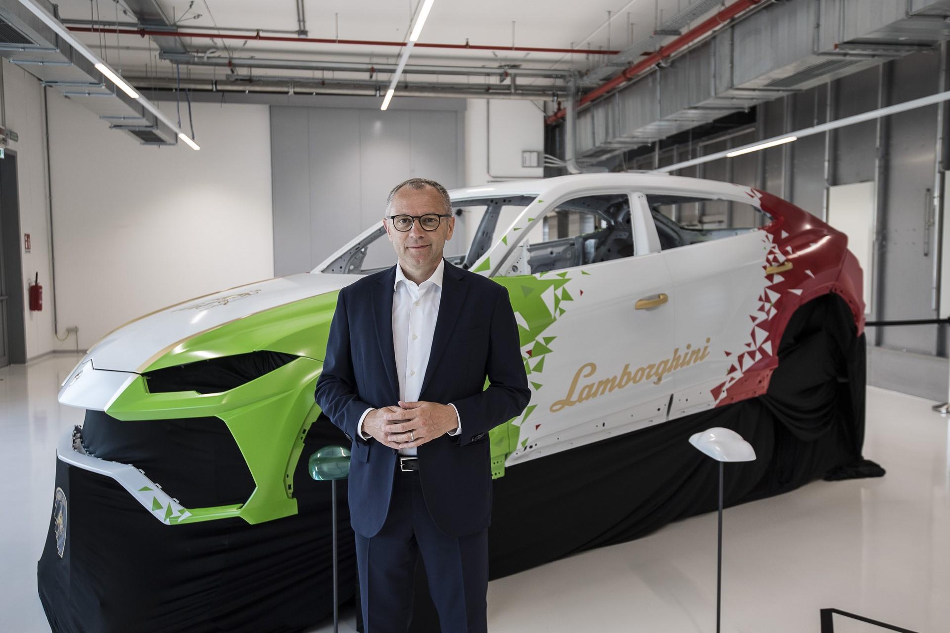 Lamborghini-new-Urus-Paint-shop-21