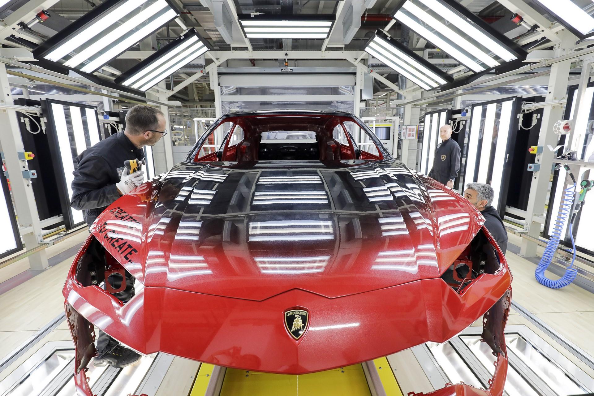 Lamborghini-new-Urus-Paint-shop-25