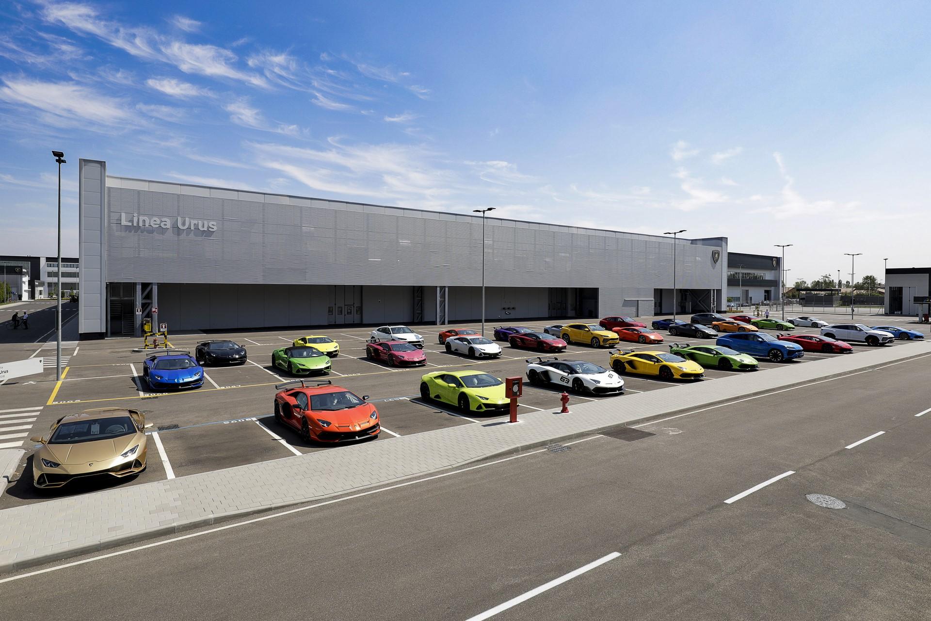 Lamborghini-new-Urus-Paint-shop-26