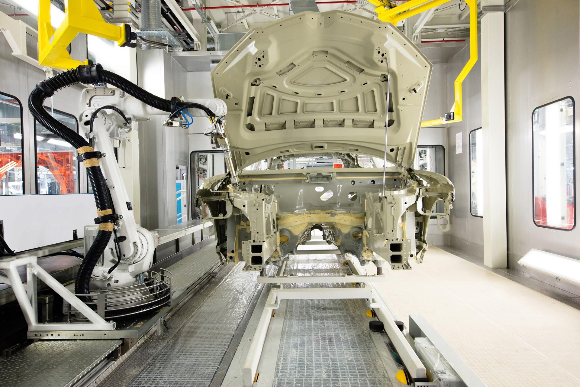 Lamborghini-new-Urus-Paint-shop-6