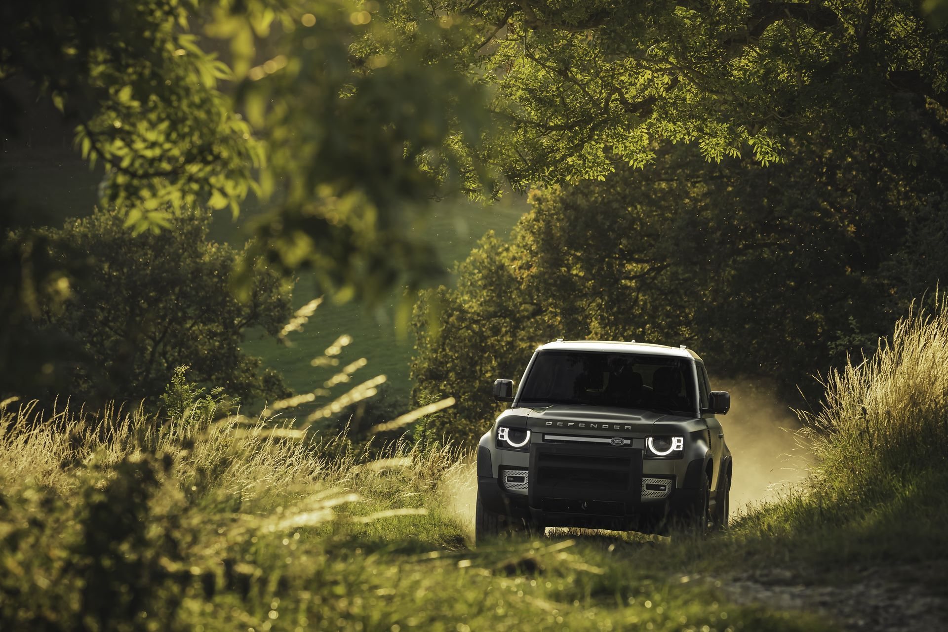 Land-Rover-Defender-2020-102